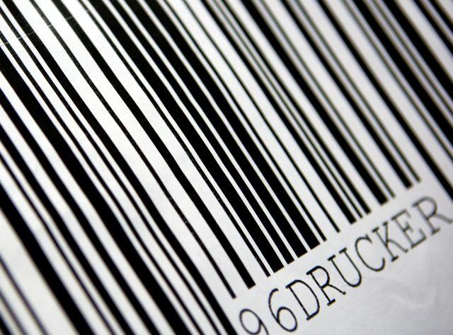 Waren im Lagerplatz mit Barcodeüberwachung