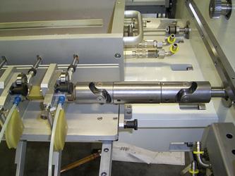 Detailmontage von Vakuumkammern, Kammersystemen, UHV-Kammern und Kryostaten